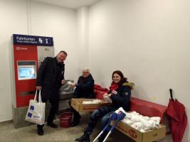 Herr Meier, Frau Seehars und Frau Halsner bei einer kurzen Pause zwischen den Abfahrtsterminen