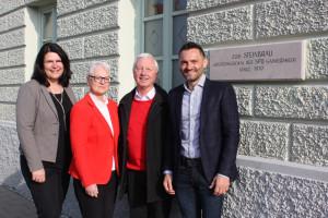Foto: Kai Mickel Bildunterschrift: Andrea Mickel (Erste Bürgermeisterin), Ingrid Seehars (SPD-OV-Vorsitzende), Günther Bernhardt (Zweiter Bürgermeister) und Bernd Reindl (Hauseigentümer)