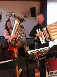 Gemeinderätin Silvia Halsner begeistert mit ihrem Einsatz an der Tuba