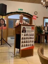 Ingrid Seehars begrüßt die Gäste